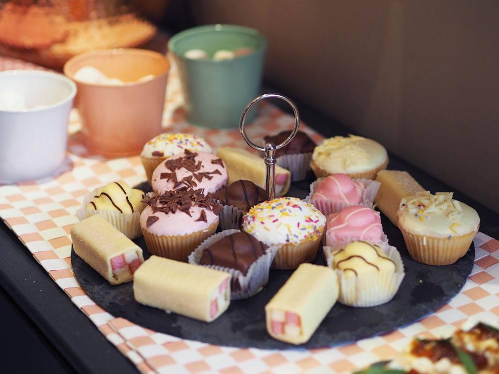 posh-totty-cake